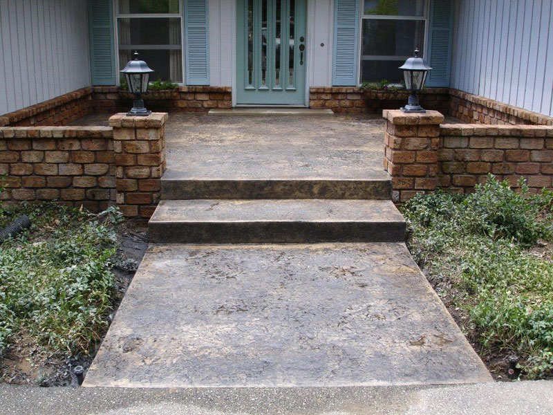 Patio step idea Like the larger first step out the door